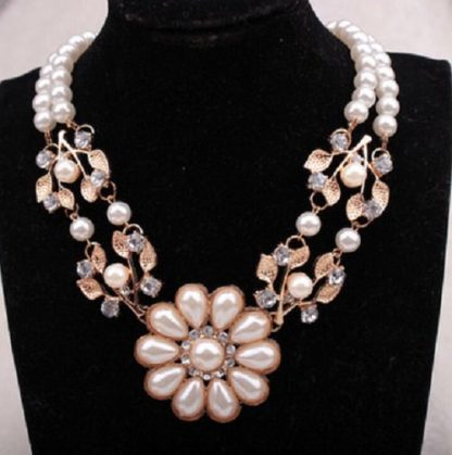 Beautiful Faux Pearls Flower Design Women Choker Necklace
